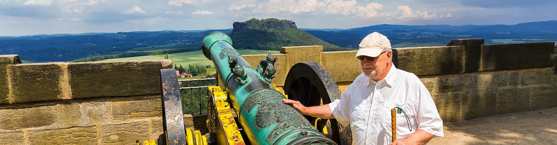 Anfassen erwünscht: Auf dem Außengelände der Festung Königstein.