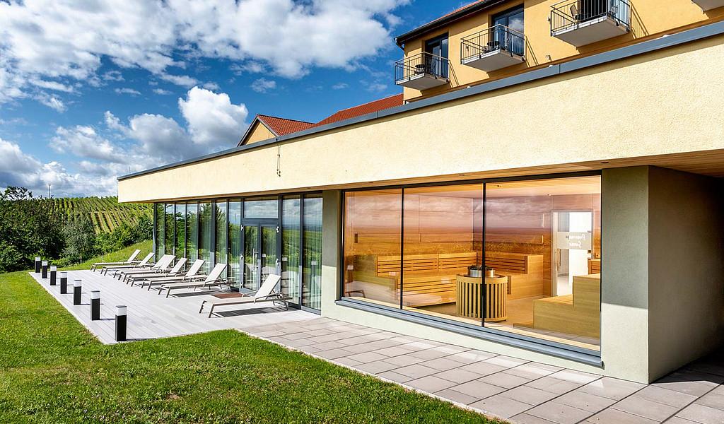 Einen traumhaften Ausblick auf die Weinberge gibt es im Wohlfühlhotel Alte Rebschule in Rhodt unter Rietburg.