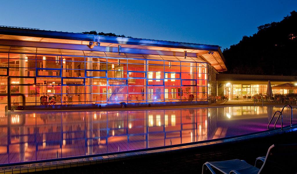 Im Liquid-Sound-Tempel der Toskana Thermein Bad Schandau schweben die Gäste schwerelos im warmen Solewasser.