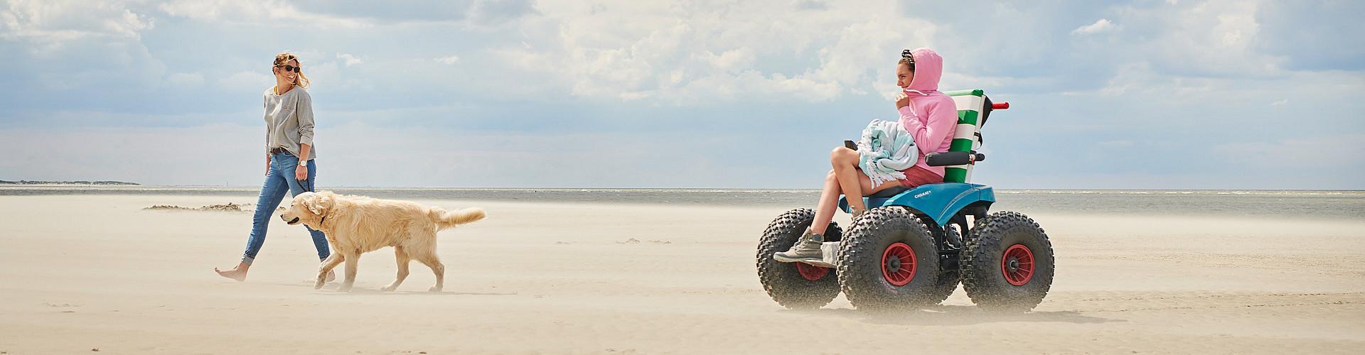 Mit dem elektrisch betriebenen Strandmobil auf Langeoog unterwegs.