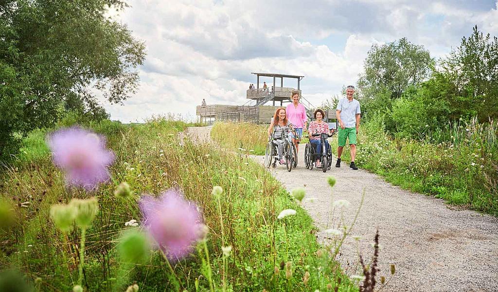Der Aussichtsturm an der Vogelinsel kann mit dem Handbike befahren werden.